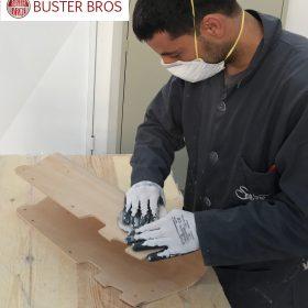 Ponçage du porteur en bois de hêtre Buster T fabrication artisanale